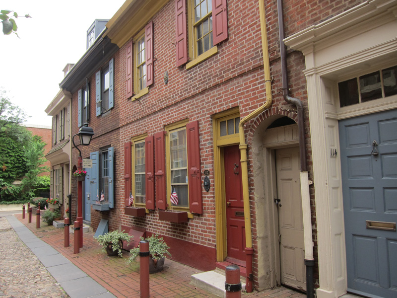 Elfreth's alley in Philadelphia - reminds me of Belgium